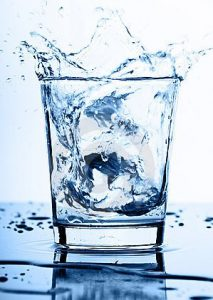water-splash-glass-16374085